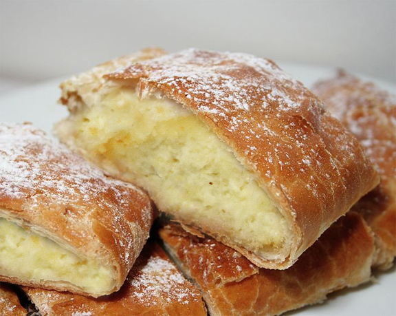 49792-easy-cheese-strudel